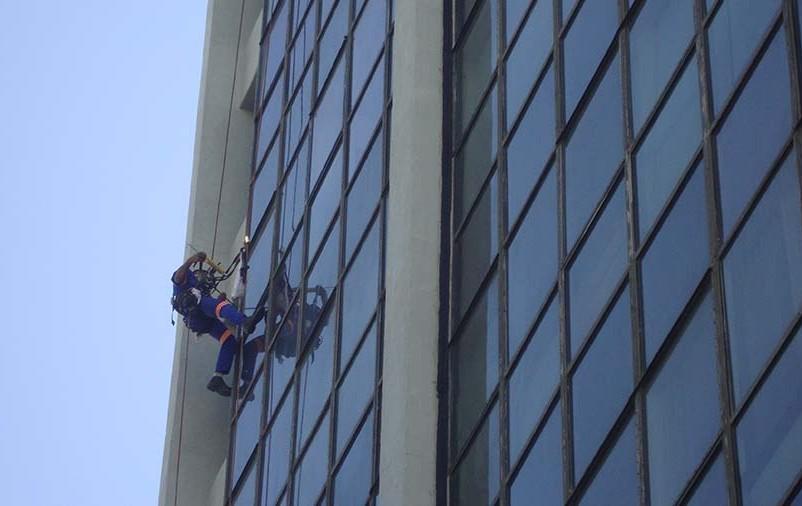 fachada de vidro em prédios