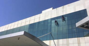 limpeza de fachada de vidro