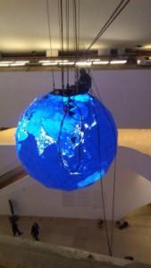 Com a manutenção de cabos de aço globo que é encontrado dentro do Museu do Amanhã, no Rio de Janeiro, pode ficar suspenso